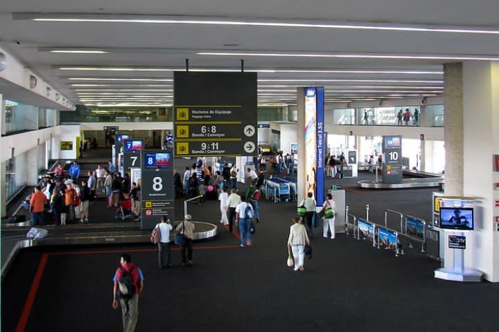 Aeropuerto Internacional de la Ciudad de México Terminal 2 Foto Charlie_tj