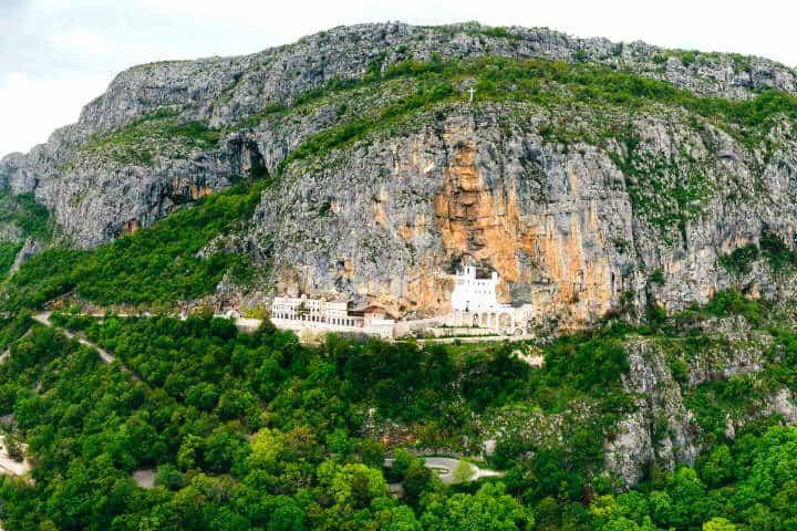 Monasterio d Ostrog. Foto: Civitatis.
