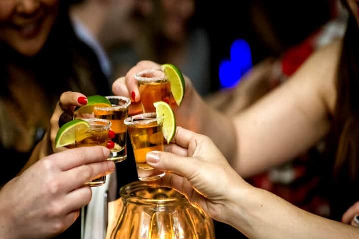 bebida-tequila-amigas-0817-1400x800 MARCEL KRIEGL