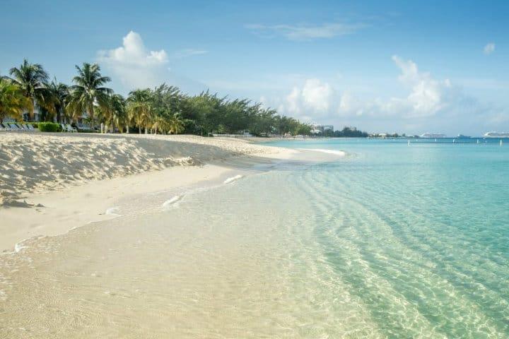 Playa de la Isla Gran Caimán Foto Clark Deals
