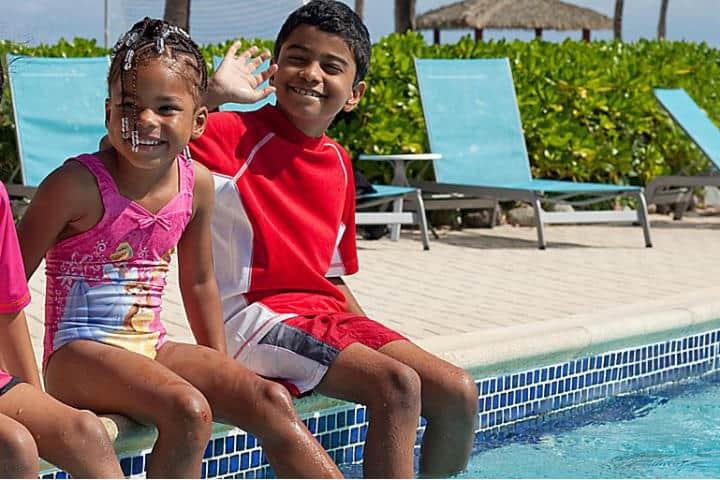 Viaja con tu familia al Holiday Inn Isla Gran Caimán Foto IHG Hotels & Resorts