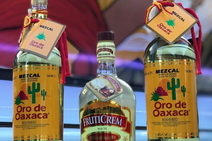Botella de Mezcal Oro de Oaxaca Ganadores de la FITA
