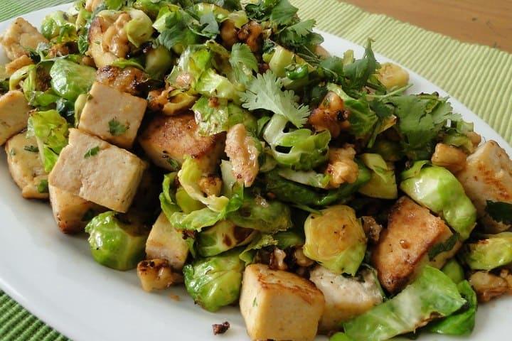 Ensalada de tofu. Foto: Novivedeensalada Intensos y exóticos sabores de la comida típica China