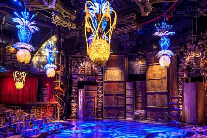La decoración mágica del interior del teatro Joyà hace volar la imaginación. Foto: Food and Travel