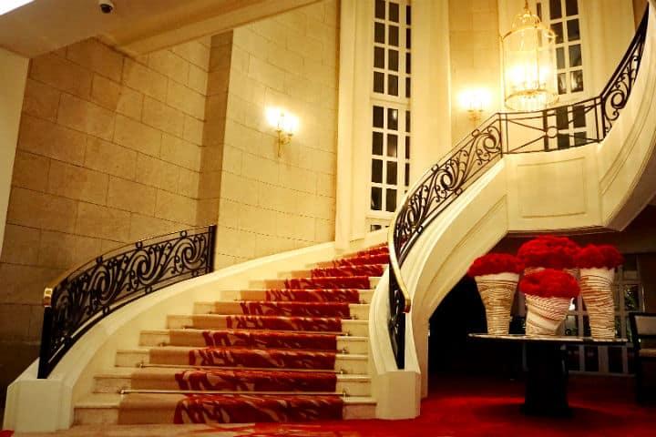 Escaleras del Four Seasons CDMX smexico conocedores