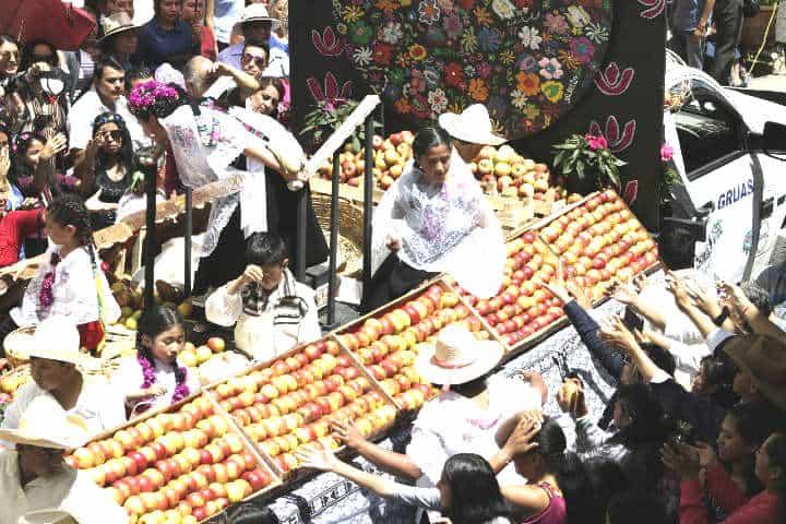 Feria-de-la-manzana-Foto-En-políticos