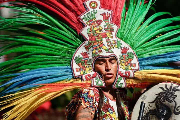 Plumas en un tocado Foto Secretaría de Cultura de Michoacán