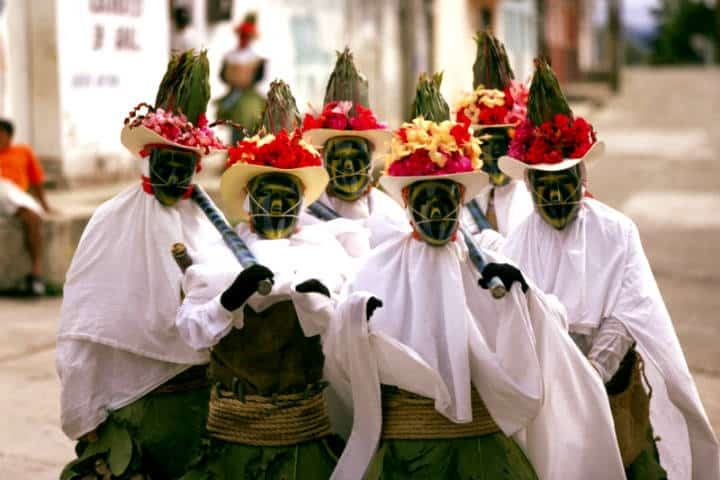 Vestimenta Danza del Pochó. Foto Revista Ven América.