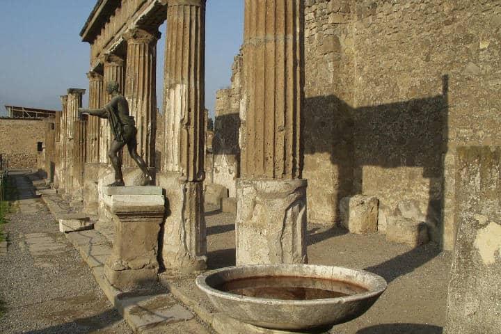 Columnas.Ruinas en Pompeya.Italia.Foto.Simon.11