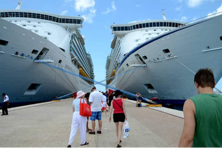 Cruceros en Mahahual. Foto La Pancarta de Quintana Roo.