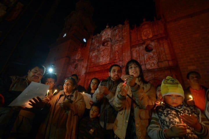 Mexicanos pidiendo posada.Tradiciones Navideñas.posadas.Foto.Gobierno Morelia.1