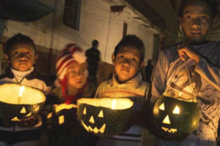 Niños pidiendo calaverita. Jalisco. Foto Archivo 8