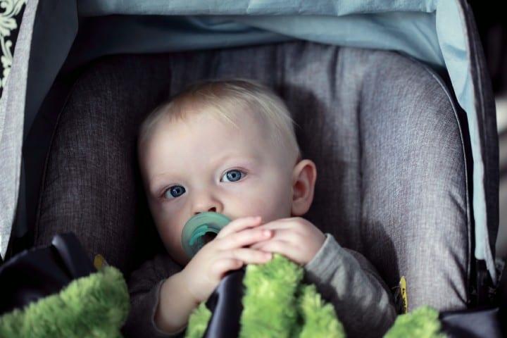 Silla de auto bebé. Foto: Sharon McCutcheon Consejos para viajar con bebés