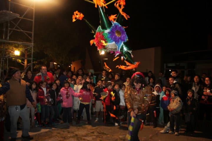 Vamos a romper la piñata. Foto Aula Mexiquense