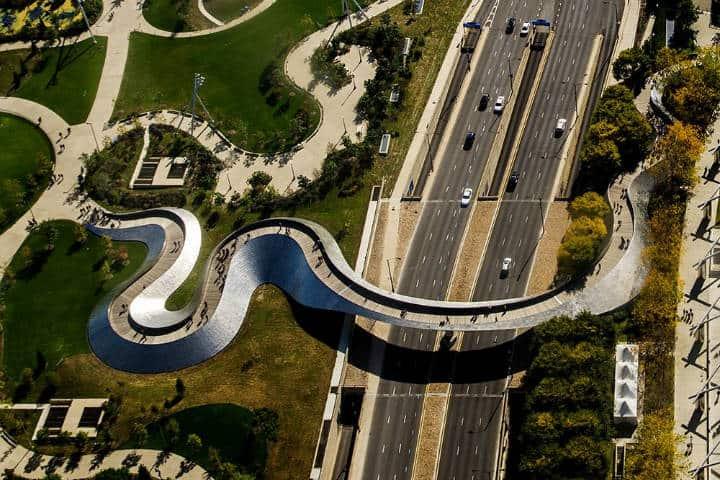 BP Bridge. Millennium Park. Foto. Art & Civil engineering