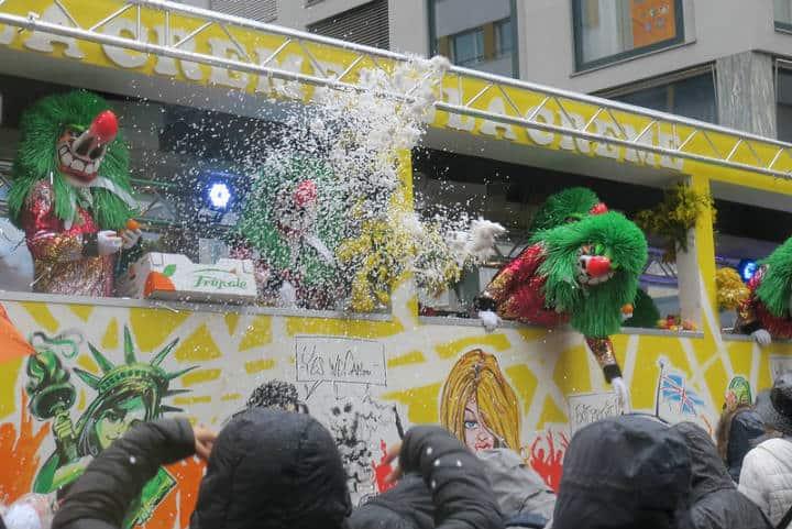 Carros alegóricos en el Carnaval Fasnacht en Basilea Foto Carnaval.com Studios