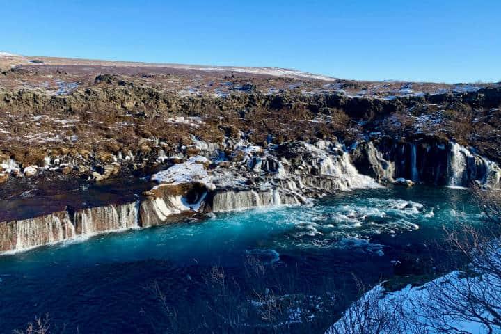 Cascadas famosas Hraunfossar. Islandia. Foto. Agnieszka M 5