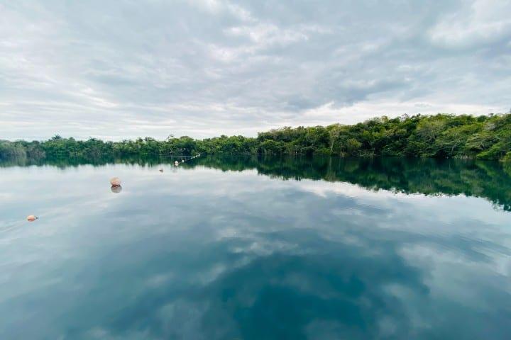 Cenote azul. Foto: Francisco De Nova Atractivos en Bacalar Quintana Roo