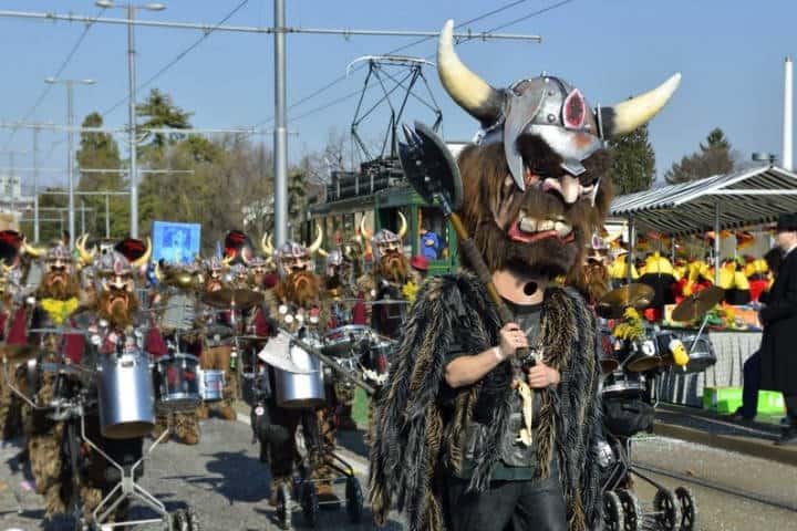 Disfraces en el Carnaval Fasnacht en Basilea Foto Noel Reynolds