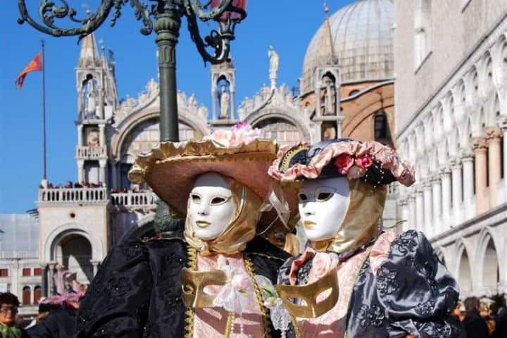 Disfraces extravagantes en el Carnaval de Venecia Foto TravelPortal