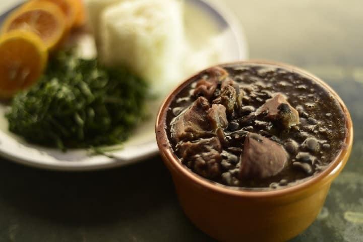Feijoada. Foto: Gylmarkc Cocina mineira de Brasil