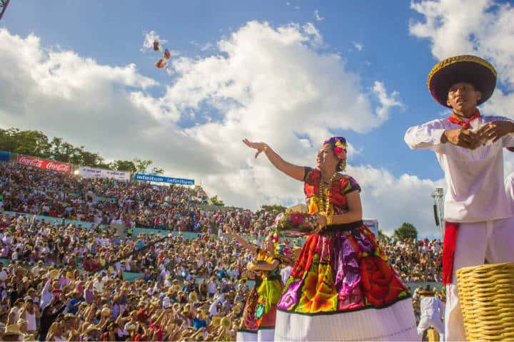 Guelaguetza Fiesta de Ofrenda. Ambiente. Imagen Lilith 3