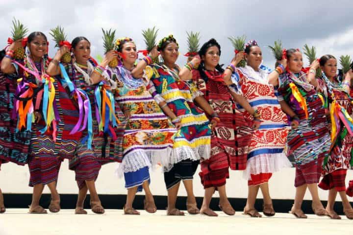Guelaguetza Fiesta de Ofrenda. Trajes tipicos. Imagen: Pinterest