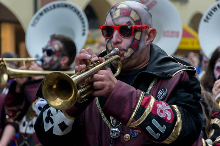 Gugge en el Carnaval Fasnacht en Basilea Foto bebatut