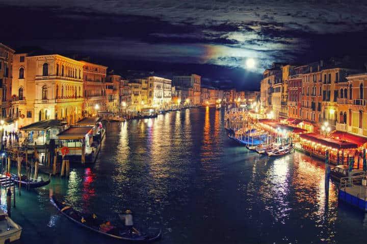 Hermosa vista del Gran Canal por la noche Foto HDFondos