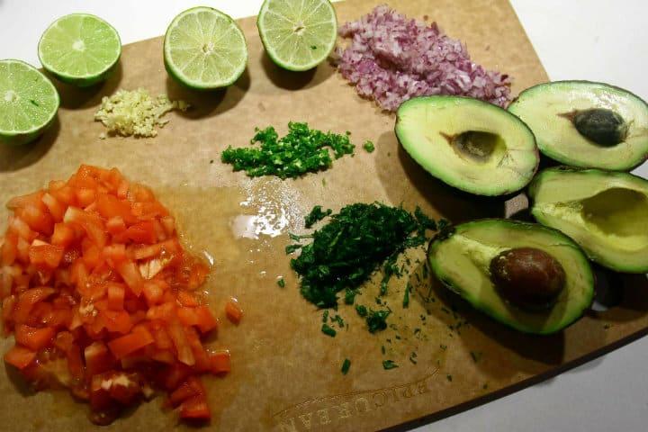Ingredientes del guacamole. Foto Paul Joseph 8