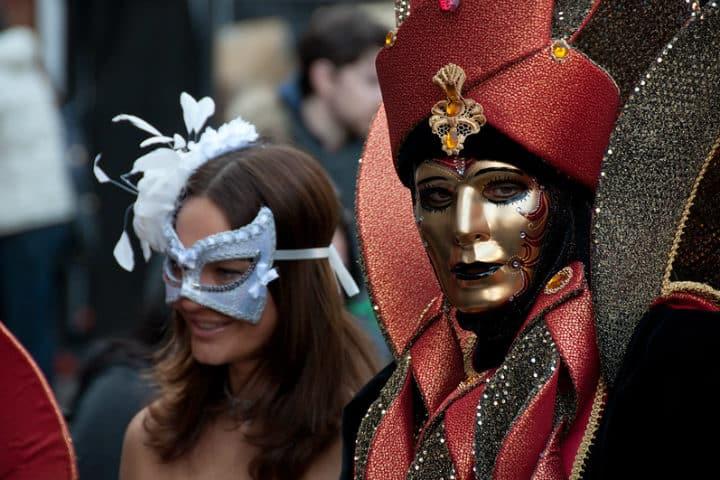 Locales y turistas forman parte del Carnaval de Venecia Foto Giorgio Minguzzi
