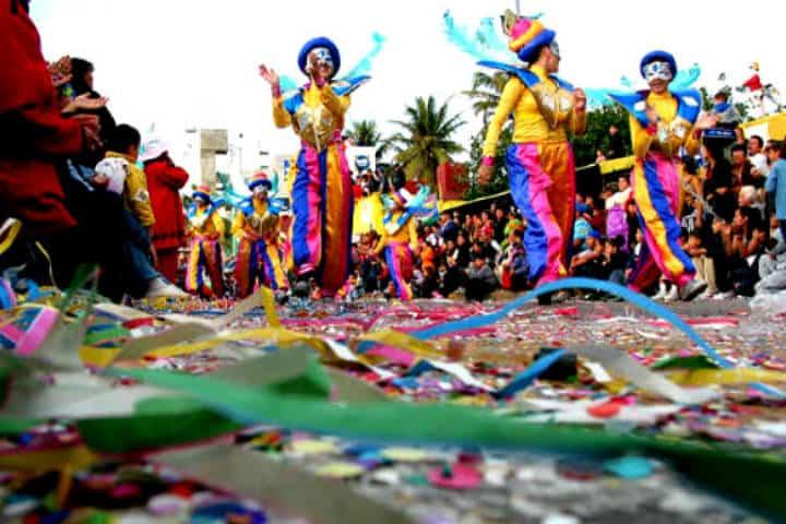 Los difraces coloridos se hacen presentes en el Carnaval de Mazatlán Foto Archivo