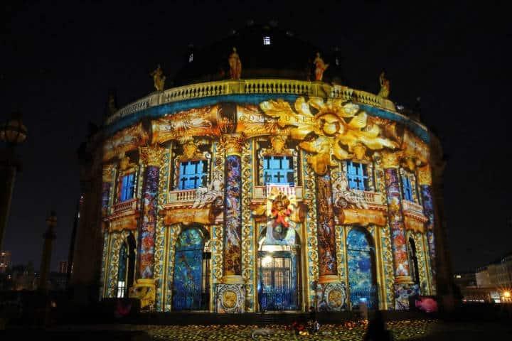 Muchas edificaciones forman parte de este show luminoso Foto grolli77