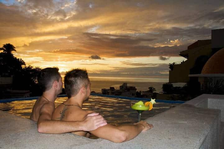 Pareja en Hotel Boutique Cúpula Luxury LGBT. Puerto Vallarta. Foto Archivo 4