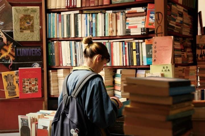 Pasa un rato agradable en compañía de tu libro favorito Foto Cafebrería El Péndulo