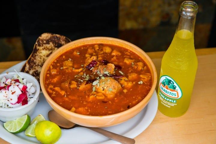 Pozole. Foto: Jarritos Mexican Soda
