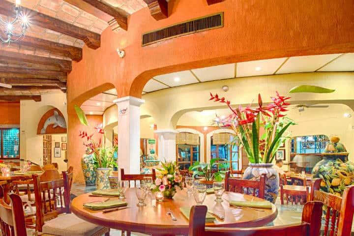 Restaurante Bar El Delfín Foto Hotel Garza Canela
