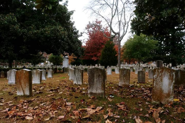 Cementerio. Foto Samuel Faber en Pixabay.