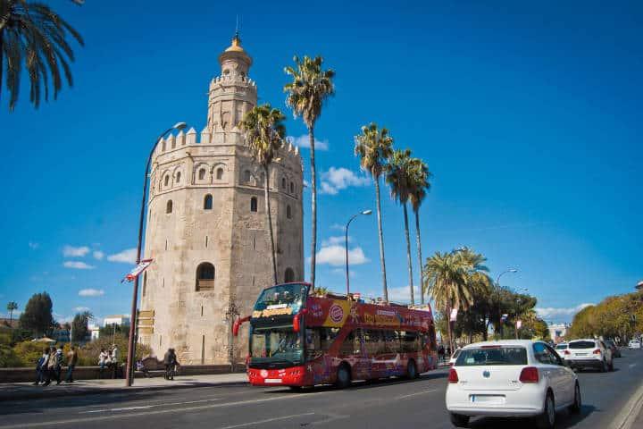 Tour Hop On Off Barcelona. Foto Sevilla City Centre.