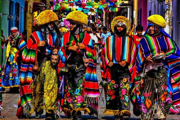 Trajes típicos en el Carnaval de Veracruz Foto CanMex Photos Commandez vos photos en haute résolution