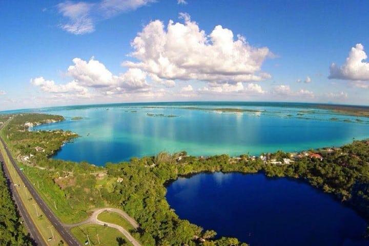 laguna de los siete colores. Foto: Centro Holístico Akalki Atractivos en Bacalar Quintana Roo