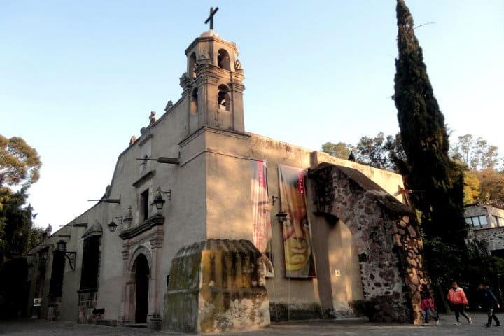 1200px-Ermita_del_Museo_Dolores_Olmedo,_Ciudad_de_México