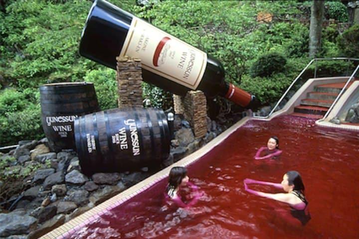 Alberca de vino. Créditos atlasobscura
