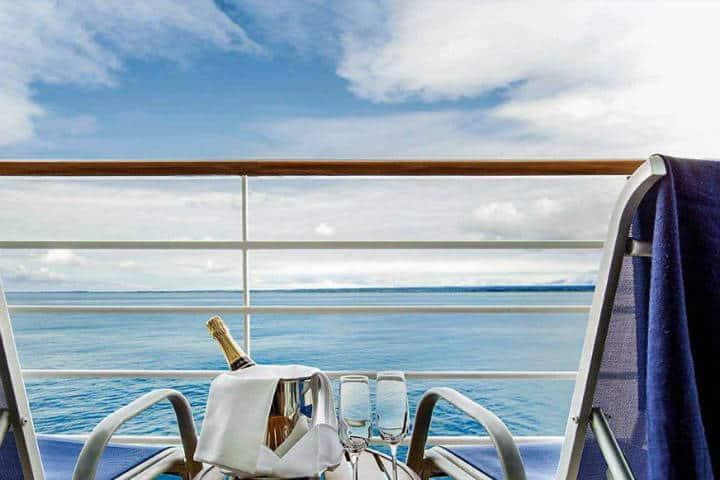 Cruceros de lujo. Recibimiento con botella de champagne. Imagen. Cruceroadicto 3