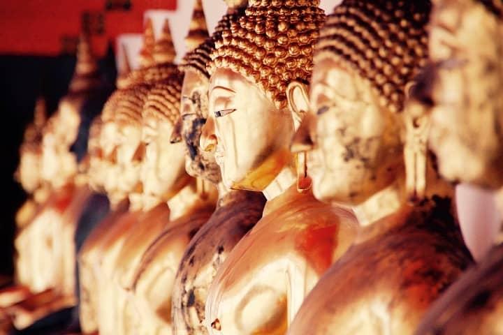 Estatua de budas en oro en Bangok. foto Peggy_Marco