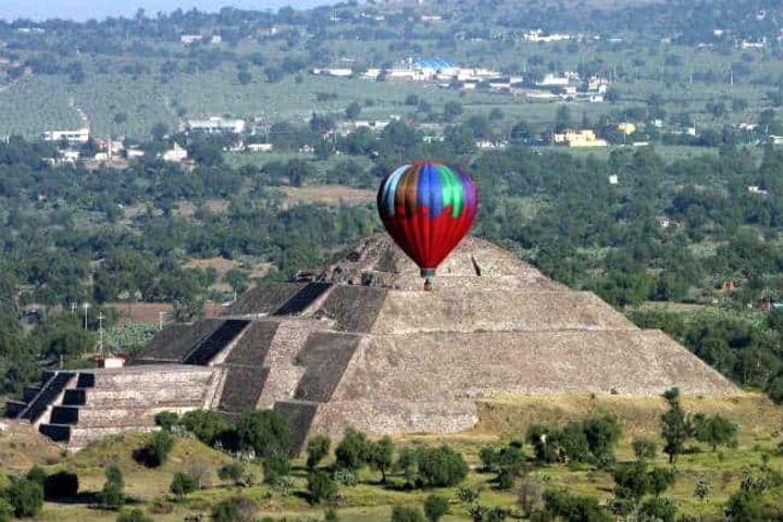 Globo aerostático en Teotihuacán. Foto Archivo.