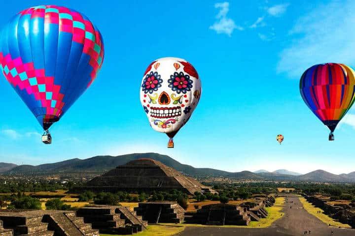 Globos sobrevolando Teotihuacán. Estado de México. Foto: Archivo