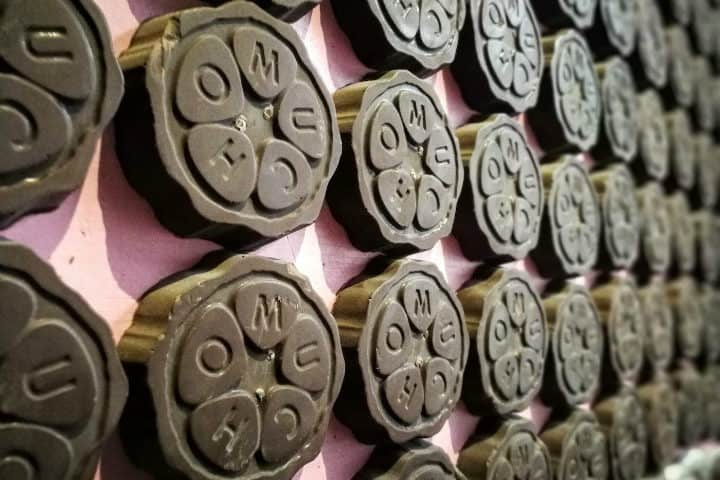 Paredes tapizadas de chocolate. Foto. Pinterest