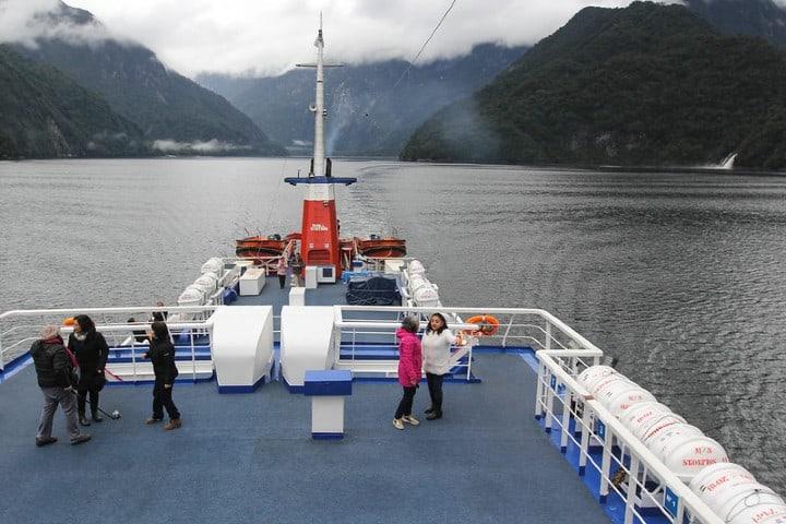 Paseo en barco en Fiordo Quintupeu.