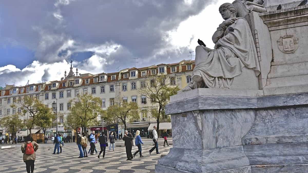 Portada La plaza de Rossio. Portugal. Imagen. The wolf 2